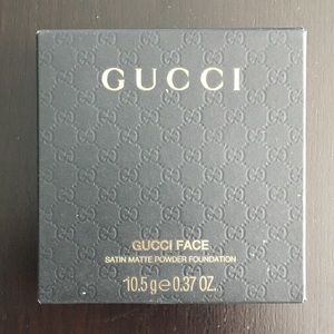 Gucci satan powder foundation in 015, new